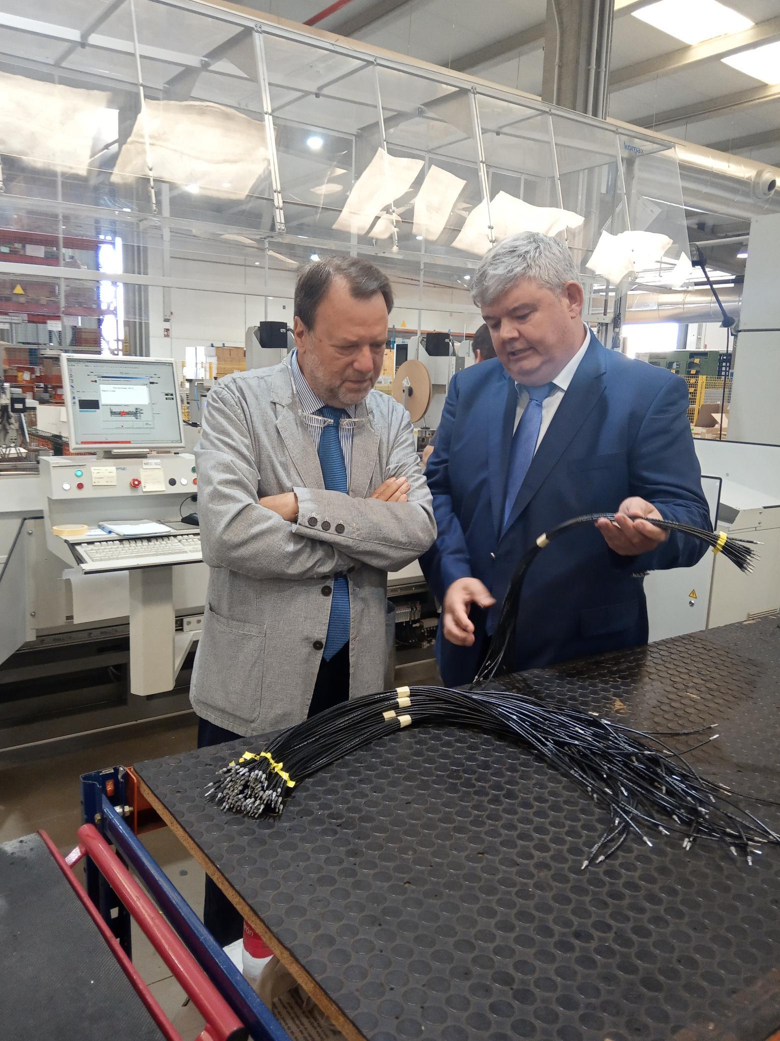 El delegado especial de la Zona Franca visita Cen Solutions, que exporta a más de 25 países