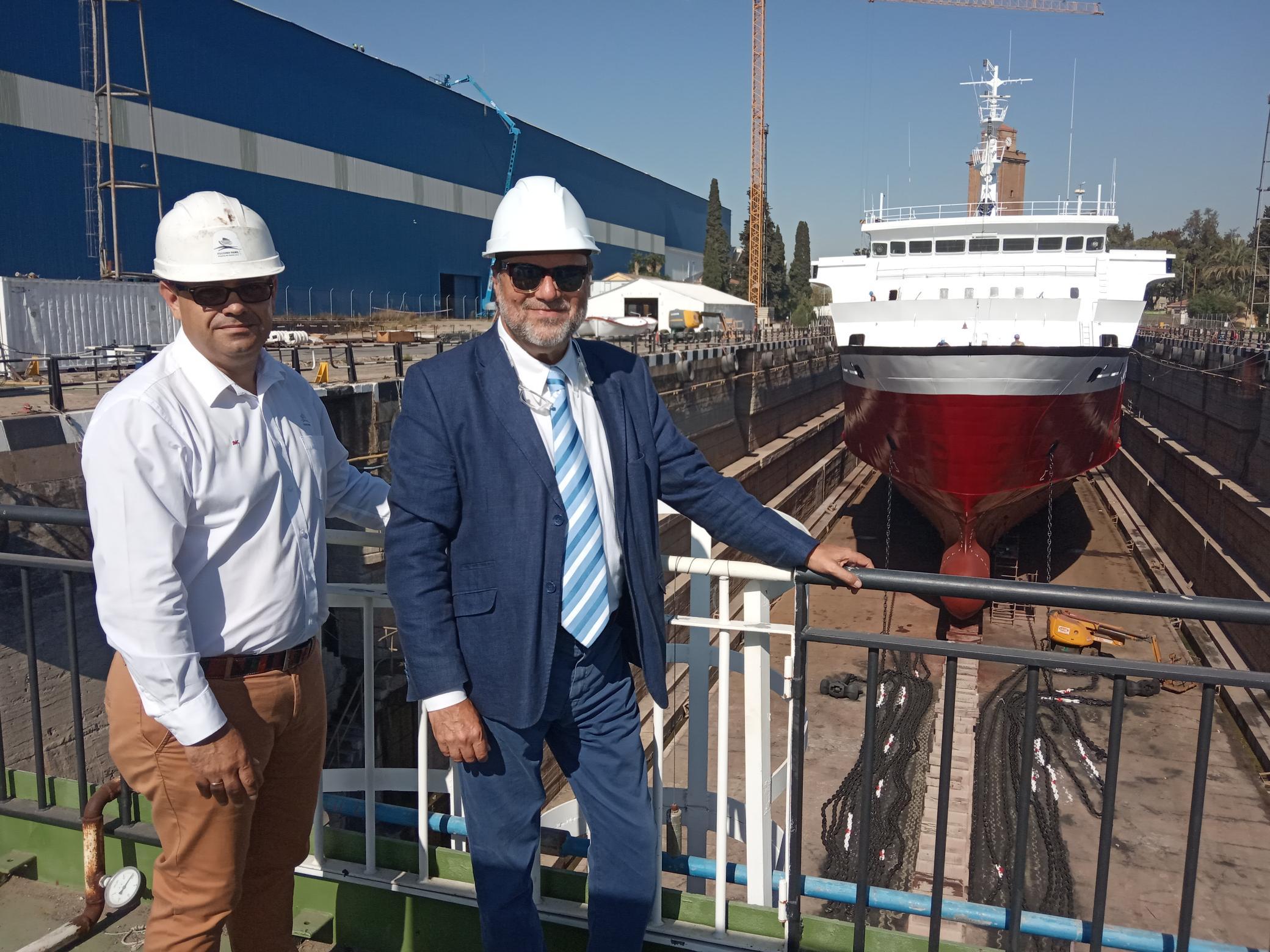 Sánchez Monteseirín y Juan Manuel Cuenca, de Astilleros Guadalquivir, coinciden en la magnífica ubicación del dique seco