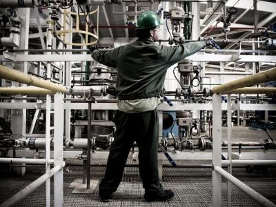 En este momento estás viendo Hasta final de año las industrias andaluzas pueden solicitar #incentivos para mejorar su #eficienciaenergética.