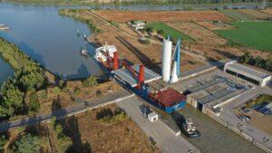 Tecade fabrica -en la ampliación de la Zona Franca de Sevilla- la mayor estructura metálica que ha salido por la esclusa Puerta del Mar