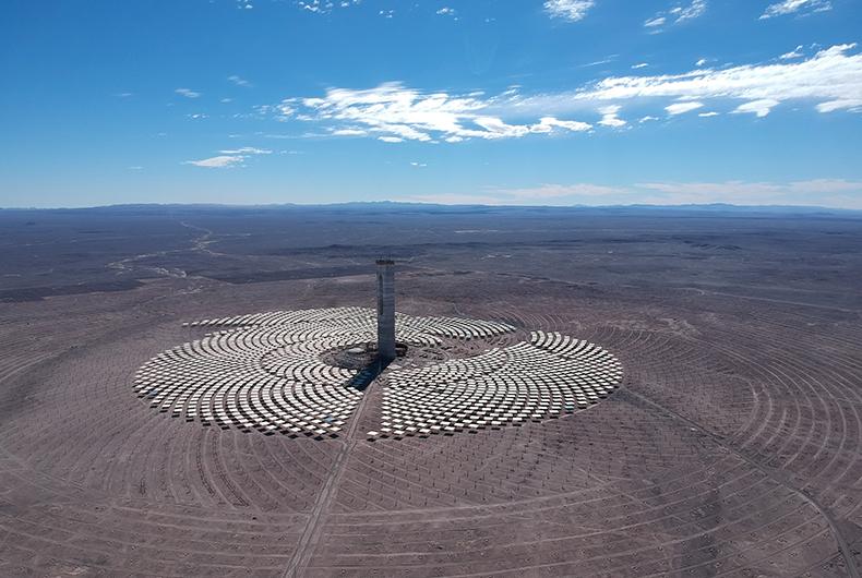 La primera planta termo solar de Latinoamérica, construida por Acciona y Abengoa, ya ha comenzado su sincronización al sistema eléctrico chileno